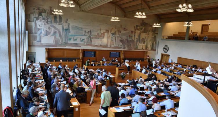 Coupes dans l'aide sociale : les Bernois pourraient voter