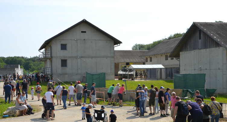 La foule pour les 50 ans de la place d'armes de Bure
