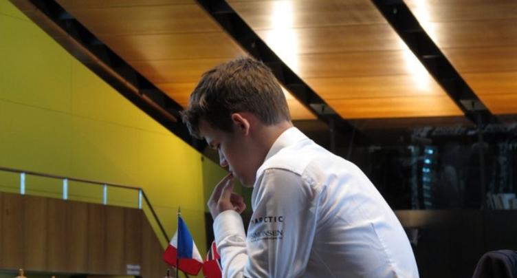 Le champion du monde s'impose d'entrée au Festival international d'échecs de Bienne