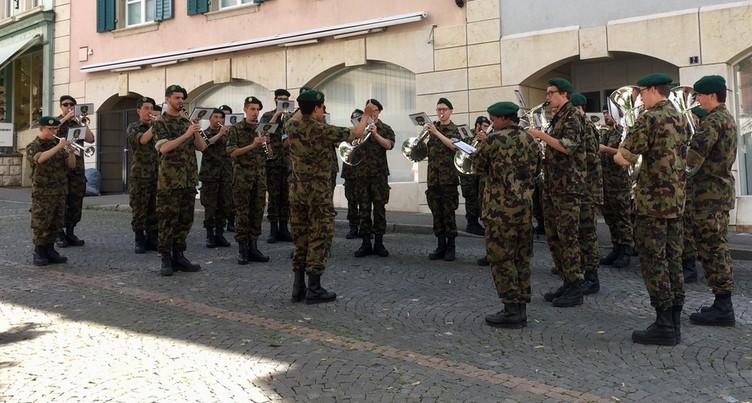 Des airs de marche militaire en pleine capitale jurassienne