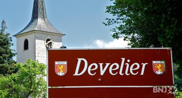 Deux candidats à la mairie de Develier