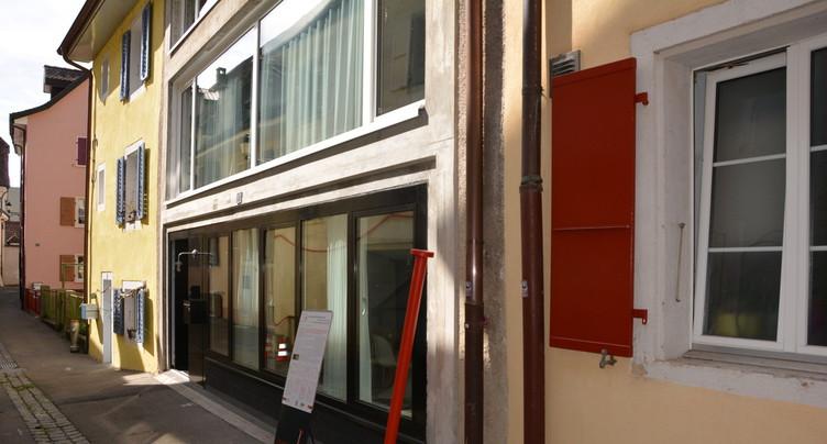 Un clou rouge pour distinguer un bâtiment particulier