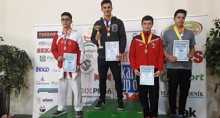 Médaille d'or pour Arben Pjetraj