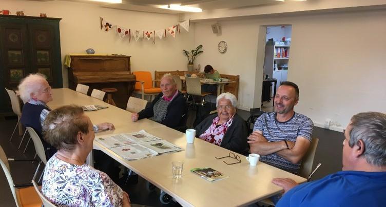 Les centres de jour pour seniors : la promesse d'une vie sociale après 65 ans