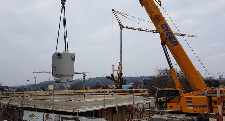 Un monstre d'acier pour la nouvelle piscine de Porrentruy