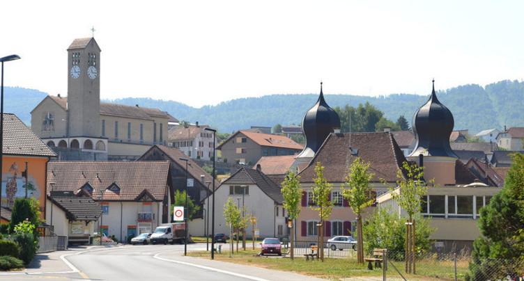 Combat à trois à la mairie de Fontenais