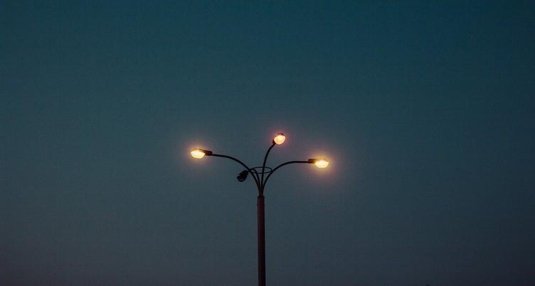Nuit noire dans les villes pour admirer les étoiles