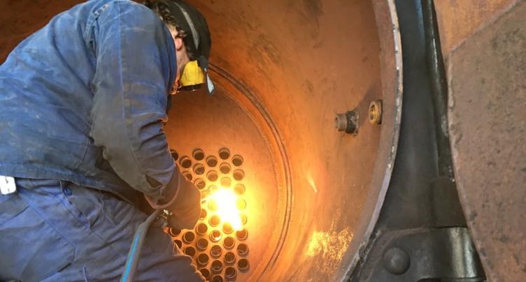 Nettoyage de printemps pour une chaudière de locomotive à vapeur