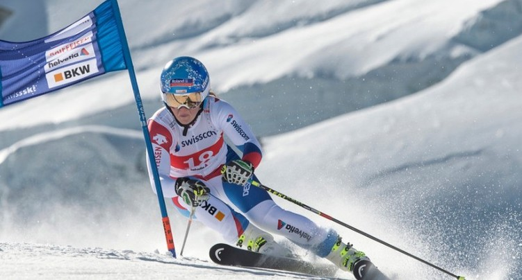 Corinne Suter privée de victoire par une snowboardeuse