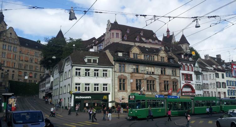 Un enfant de 7 ans poignardé par une septuagénaire à Bâle