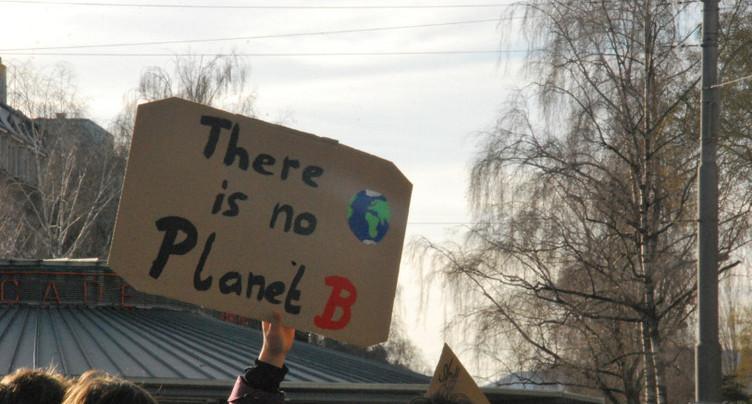 Les jeunes socialistes biennois exigent l'urgence climatique