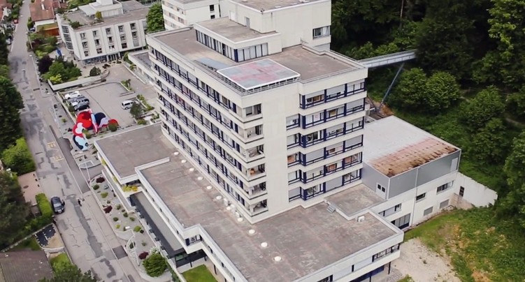 Vendre 35 % de l'Hôpital du Jura bernois, un choix judicieux selon le CJB