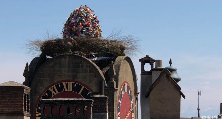 L'œuf de Mandril trône sur la Tour de Diesse