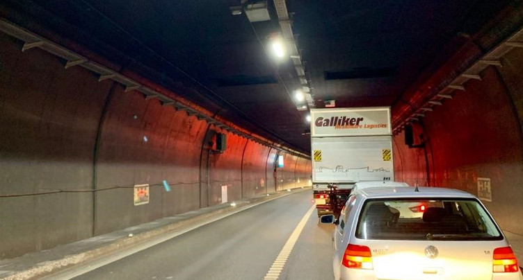 La circulation momentanément interrompue dans le tunnel du Mont-Russelin