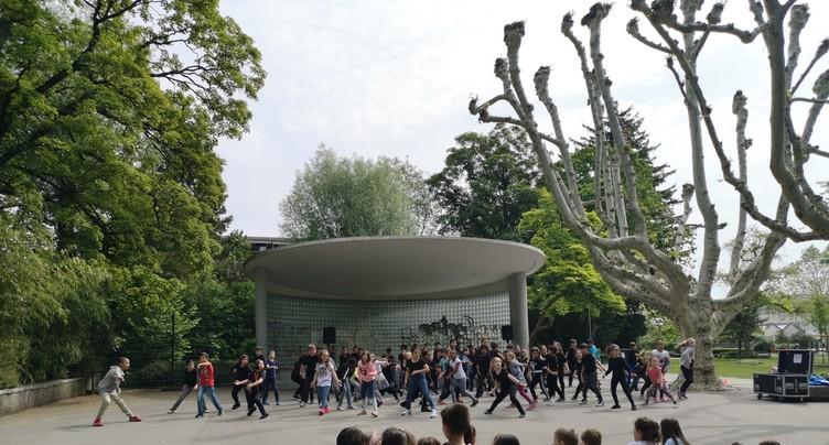 Spectacle dansant au parc de Bienne