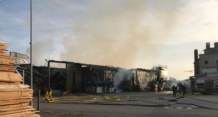 La scierie part en fumée à Vendlincourt