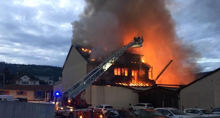 Incendie à Delémont : la piste criminelle est écartée pour l'instant
