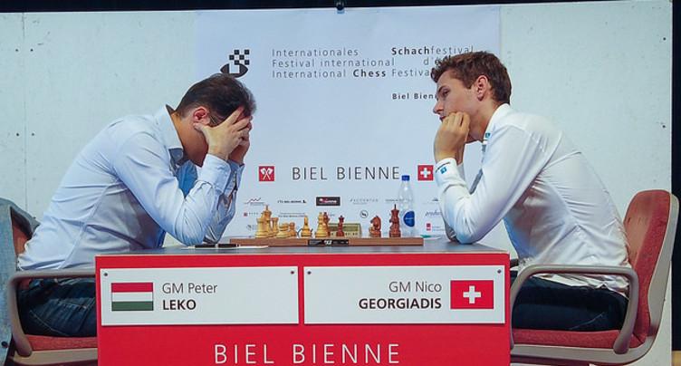 Nico Georgiadis tient tête à Peter Leko