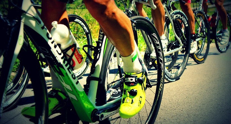 Du goudron et des plumes - frôler les vélos