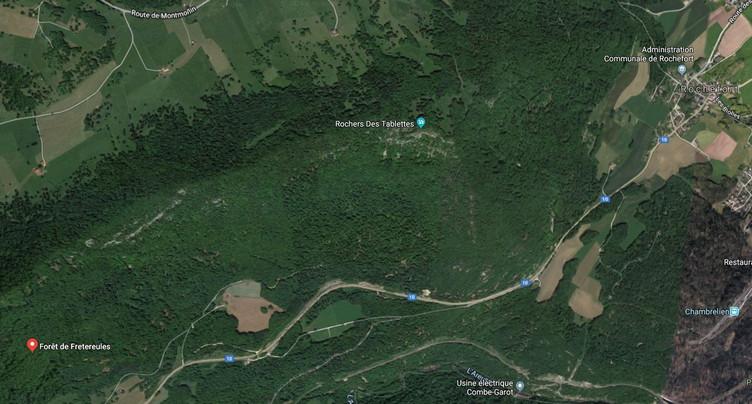 Une arme mystérieuse découverte dans la forêt de Fretereules