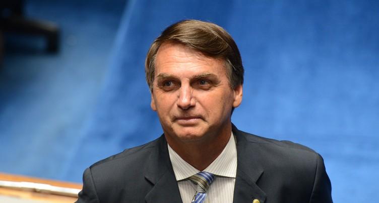 Feux en Amazonie: Bolsonaro, sous pression, envoie l'armée
