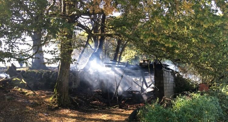 Un hangar agricole détruit par les flammes à Réclère