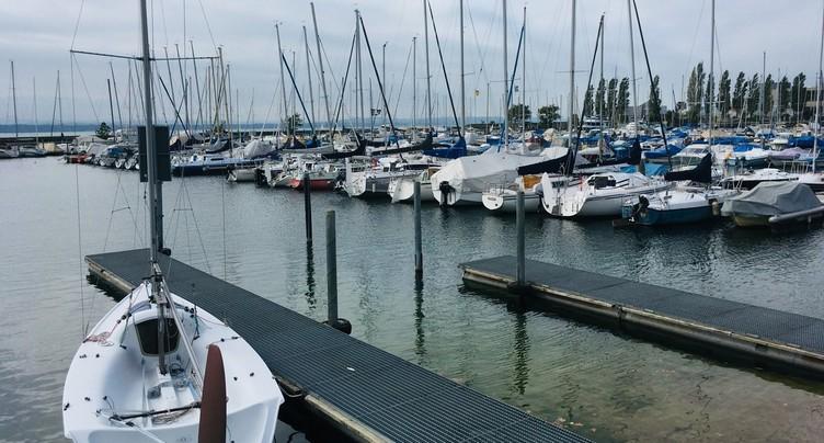 Des bateaux à l'abandon dans le port du Nid-du-Crô