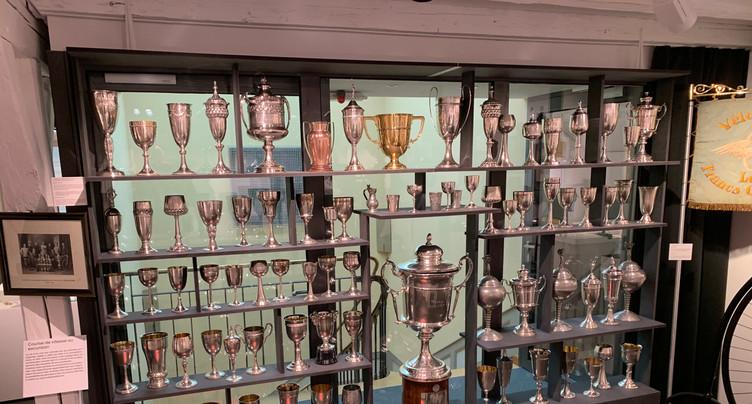 La Chaux-de-Fonds : les clubs sportifs mis à l'honneur au Musée d'histoire