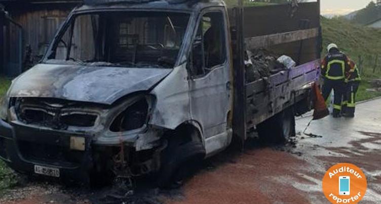 Un bus en feu à Belprahon