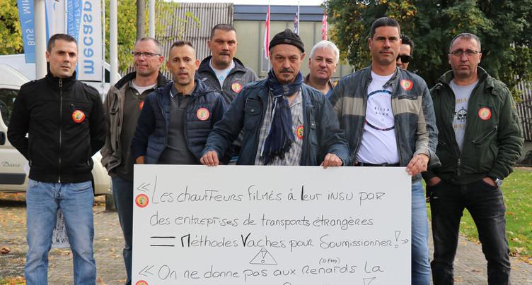 Une action des chauffeurs de bus devant la Foire du Jura