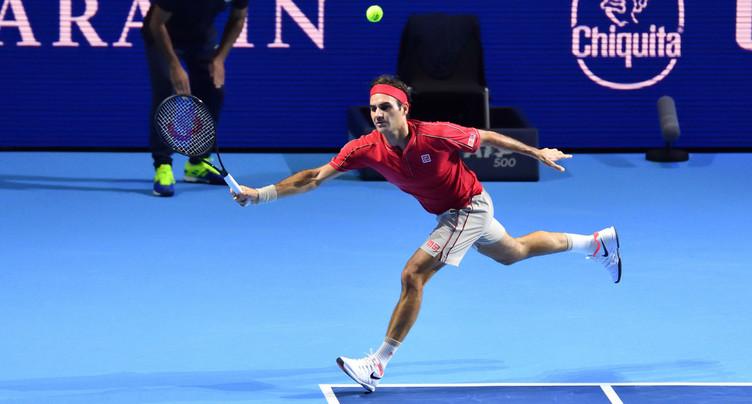 Roger Federer trébuche d'entrée
