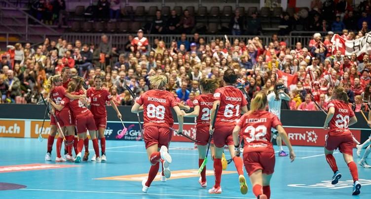 Unihockey : la Suisse enchaîne face à la Finlande