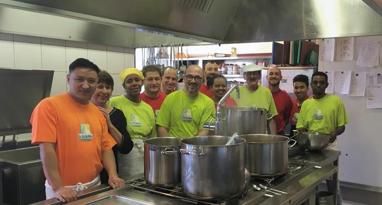 Dix ans de cuisine et de solidarité au Restau-Verso