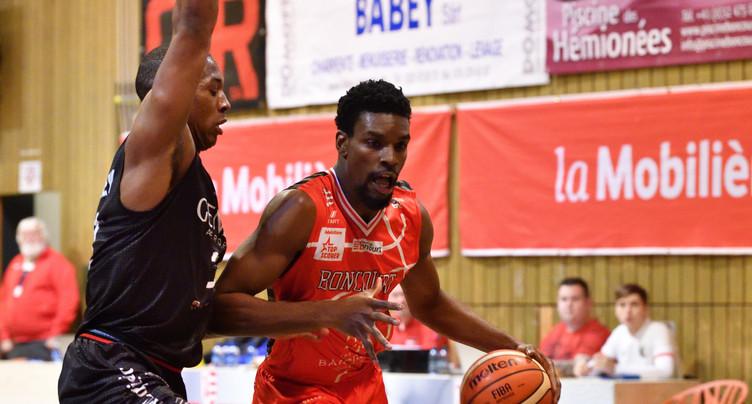 Xavier Ford plane sur le basket suisse