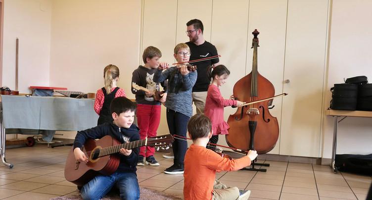 Les enfants découvrent les instruments