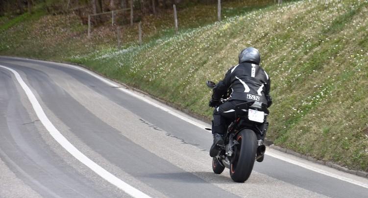 Un motard perd la vie au Col de la Tourne