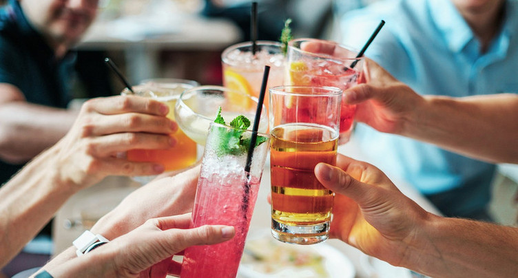 Oui, les bars peuvent ouvrir dans le canton de Berne