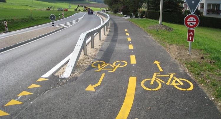 Une piste cyclable entre Cormoret et Villeret