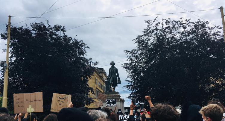 Plus de 500 manifestants contre le racisme à Neuchâtel