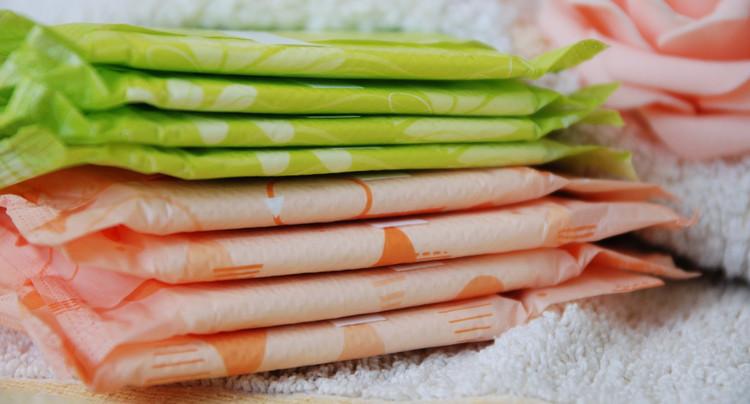 Delémont va offrir des produits d'hygiène menstruelle dans les toilettes
