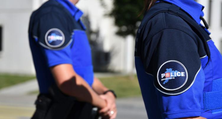 La police arrête trois personnes suspectées de vols dans des véhicules