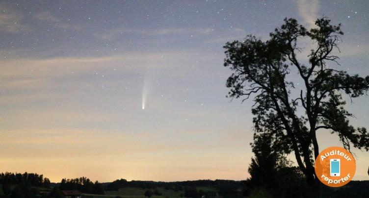 Une comète visible à l'œil nu embellit le ciel