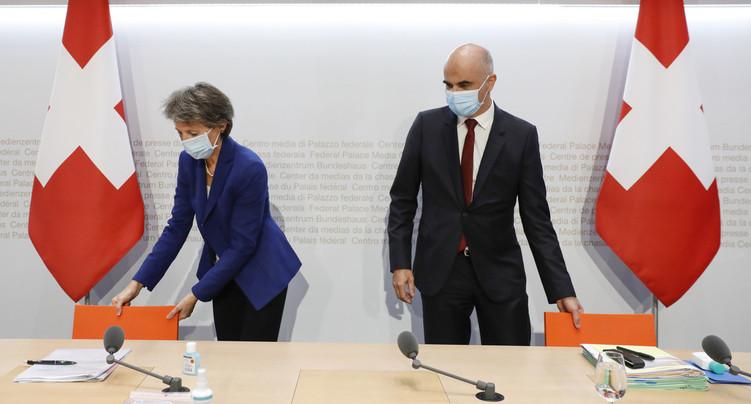 Le port du masque étendu et nouvelles restrictions au niveau fédéral