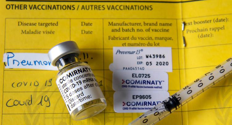 Le CEVAC distribue des certificats de vaccination