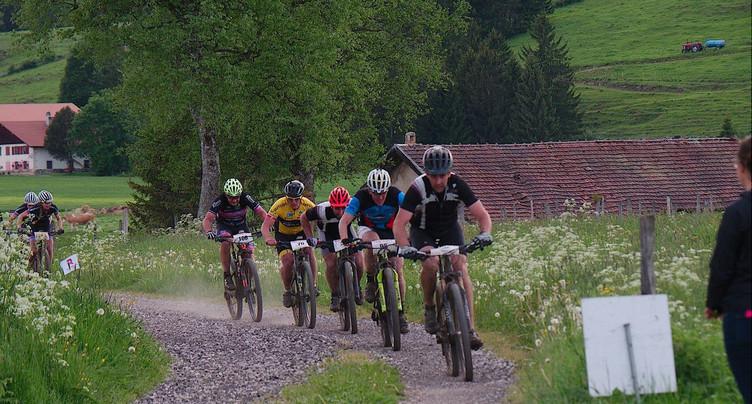 Estelle Morel et Nicolas Lüthi remportent la 2e étape de la Raiffeisen Trans VTT