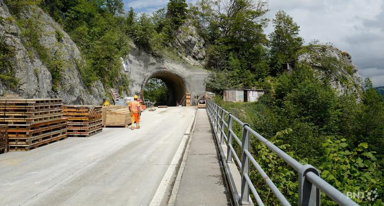 À mi-chemin au tunnel de la Roche