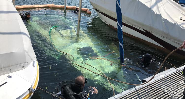 Opération renflouage de voilier à Saint-Aubin