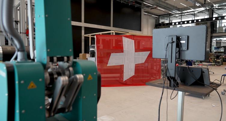 Les dix villes de NEXPO hissent leurs croix suisses personnalisées