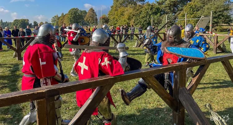 Fracas d'armures et d'épées à Colombier