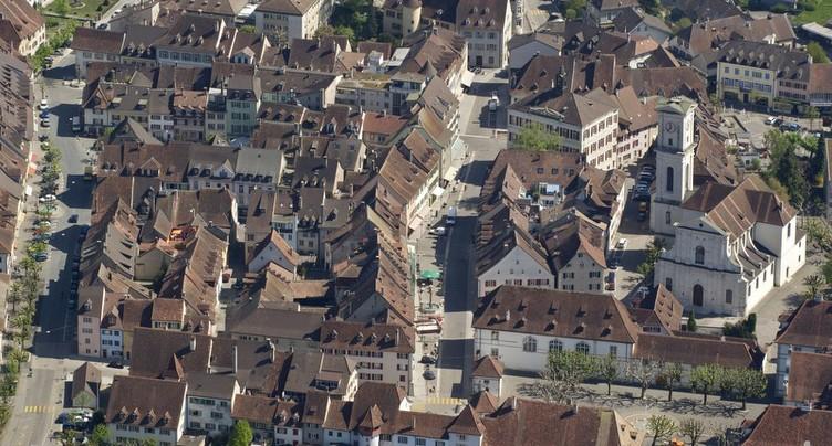 Delémont veut en finir avec le vacarme en vieille ville